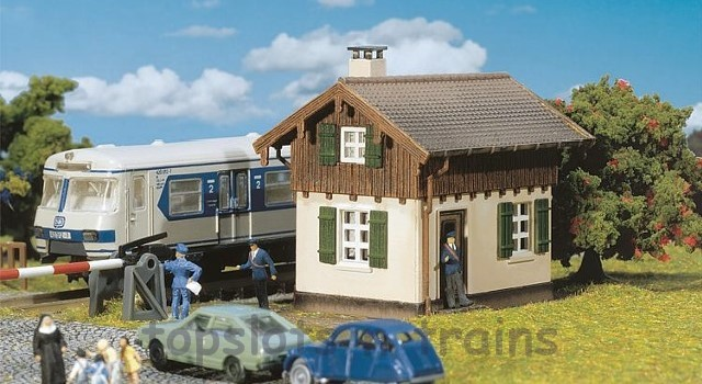 Faller 222155 N Scale Model Kit - CROSSING GATEKEEPERS LODGE - WITH ATTACHED SHED