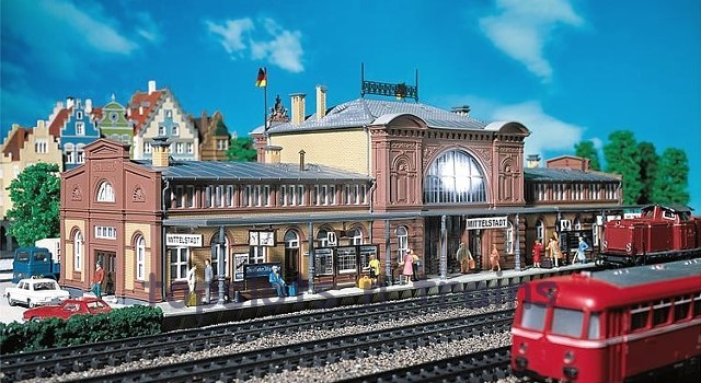 Faller 110115 OO/HO Scale Model Kit - MITTELSTADT CENTRAL STATION