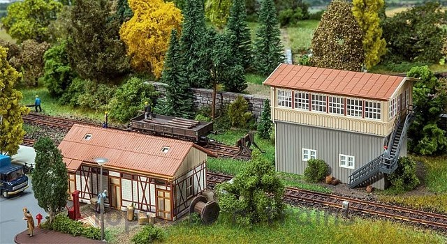 Faller 120113 OO/HO Scale Model Kit - SIGNAL TOWER AND GOODS SHED KIT III