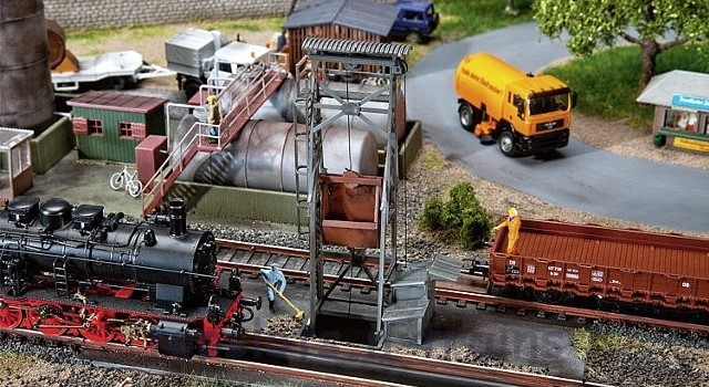 Faller 120242 OO/HO Scale Model Kit - HANDLING FACILITY - WITH MOTOR