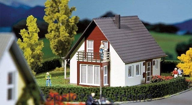 Faller 130318 OO/HO Scale Model Kit - FAMILY DETACHED HOUSE - BURGUNDY / WINE RED