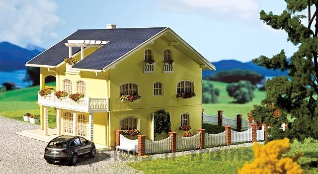 Faller 130393 OO/HO Scale Model Kit - SIENA HOUSE - WITH BAY WINDOW AND BALCONIES