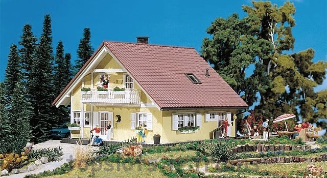 Faller 130397 OO/HO Scale Model Kit - FAMILIA HOUSE