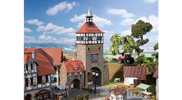 Faller 130406 OO/HO Scale Model Kit - CITY GATE - WITH GATEHOUSE