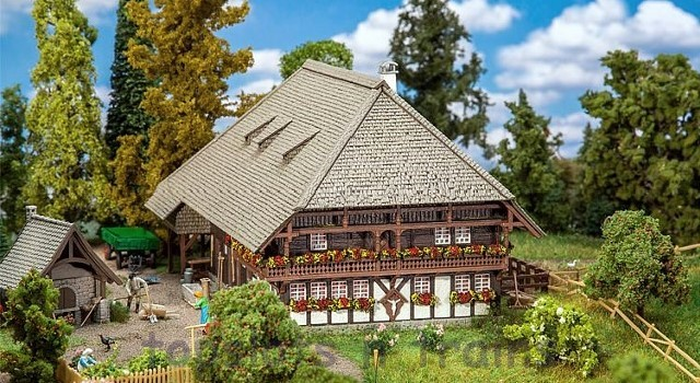 Faller 130576 OO/HO Scale Model Kit - BLACK FOREST FARM - HALF TIMBERED CONSTRUCTION