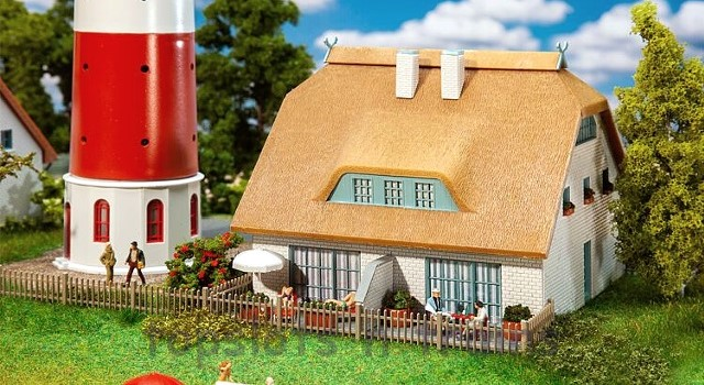 Faller 130675 OO/HO Scale Model Kit - THATCHED COTTAGE