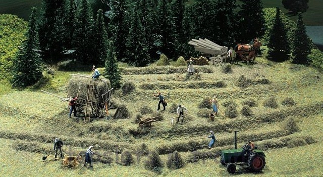 Faller 272561 N Scale Model Kit - HAY HARVEST SET - HAYSTACKS / WAGONS / SCYTHES etc