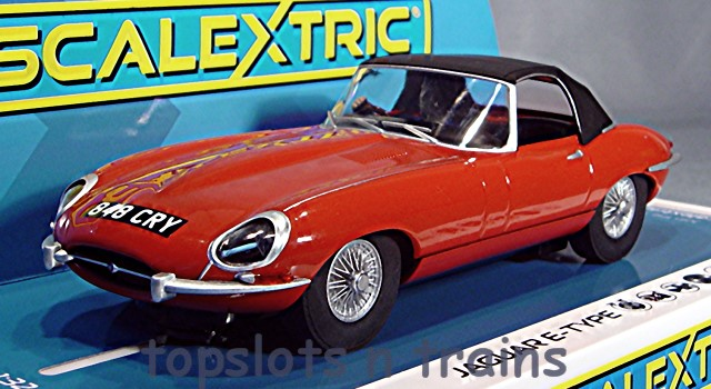 Scalextric C4032 - JAGUAR E-TYPE RED 848 CRY THE ITALIAN JOB